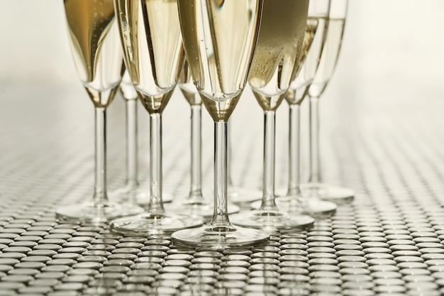 Бокалы для шампанского с шампанским