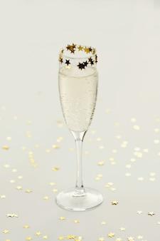 Шампанское в бокале