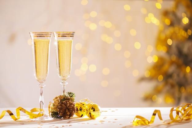 新年、クリスマスカード、クリスマスをもたらす準備ができてシャンパン