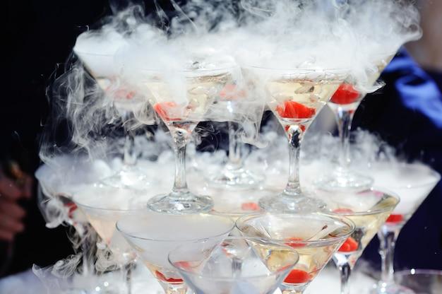 Горка шампанского с сухим льдом