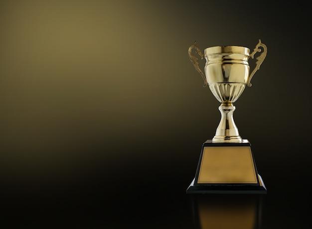 황금 빛으로 현대 검은 배경에 챔피언 황금 트로피