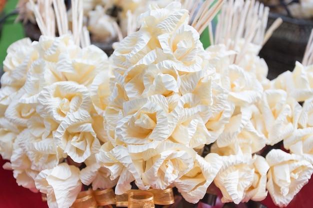 タイの伝統的な死者の儀式で使用されるチャンフラワーペーパー。