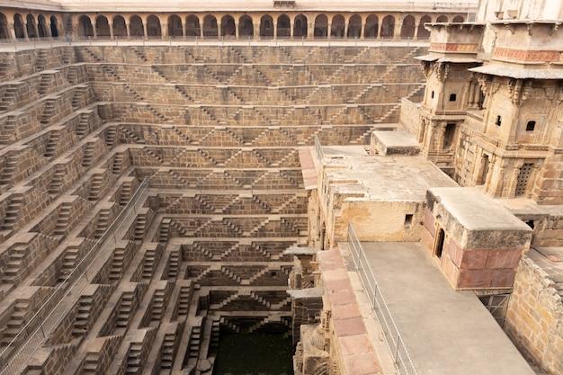 Чанд баори степуэлл, расположенный в деревне абханери недалеко от джайпура, индия.