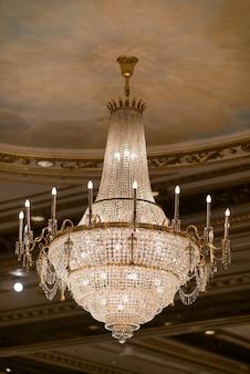 シャンデリア、美しい光、贅沢な光