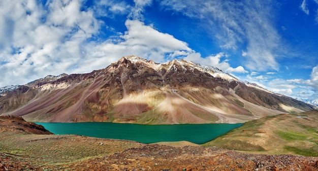 Озеро чандра тал в гималаях