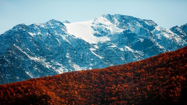 북오세티아 산맥의 계절 변화