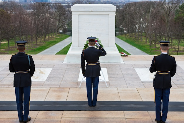 Changing of the guard at tomb of the unknowns, arlington national cemetery, washington dc, usa