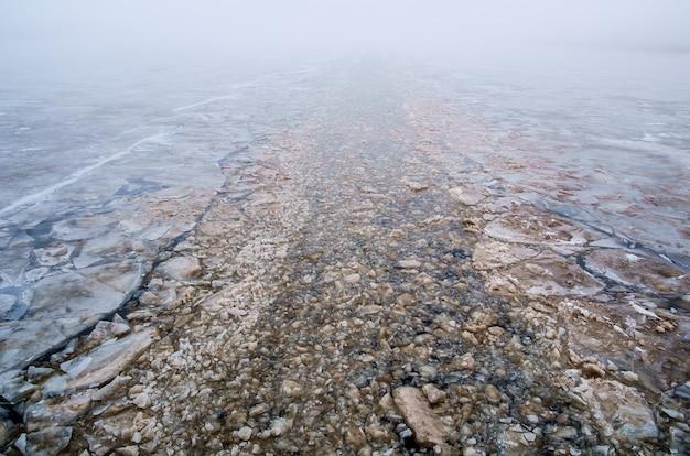 砕氷船によって作られたチャンネル