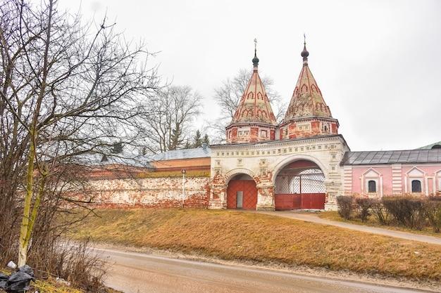Часовня монастыря, стены монастыря