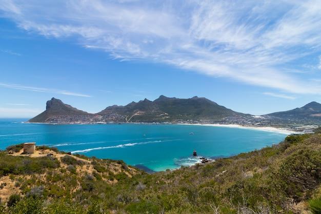南アフリカで捕獲された海沿いのチャップマンズピーク