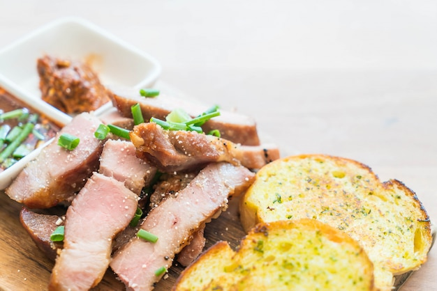 Charcoal-boiled pork neck with garlic bread