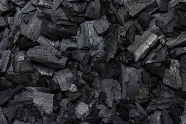 Древесный уголь для шашлыка. крупный план. плоская планировка.