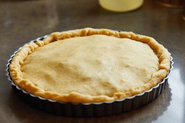 チャードパイ、オーブンで焼く準備ができました。ステップバイステップのレシピ。