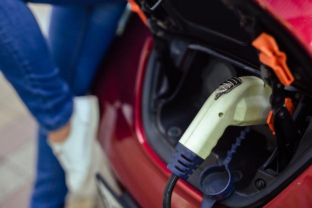 市内の電気自動車用の充電器。