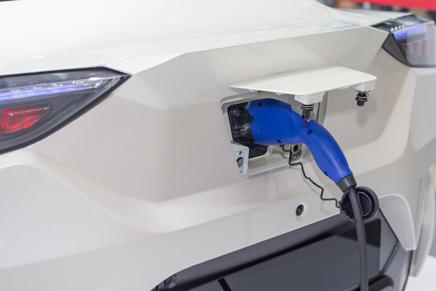 Зарядка аккумулятора электрического автомобиля
