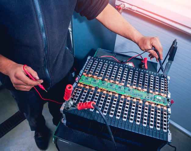 Charging the batteries of the elecric motor. disassembling the battery