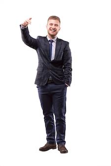 Харизматичный мужчина целится пальцем в камеру
