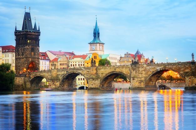 Карлов мост в сумерках, прага, чешская республика, тонированный