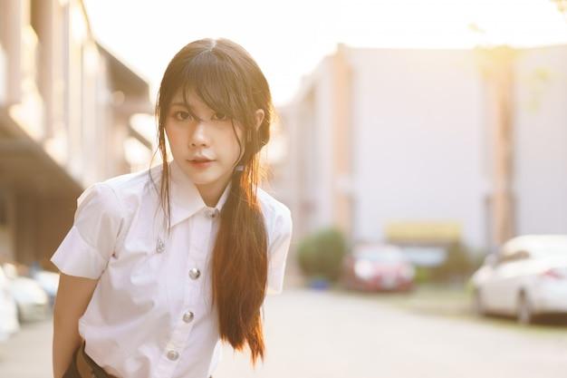 魅力的なアジアの女の子