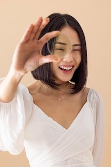 Очаровательная азиатская женщина портрет