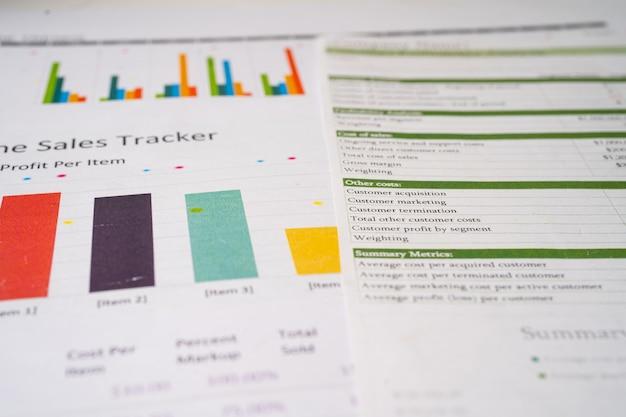 차트 그래프 용지. 금융 개발, 은행 계좌, 통계, 투자 분석 연구 데이터 경제, 증권 거래소 비즈니스 사무실 회사 회의 개념.