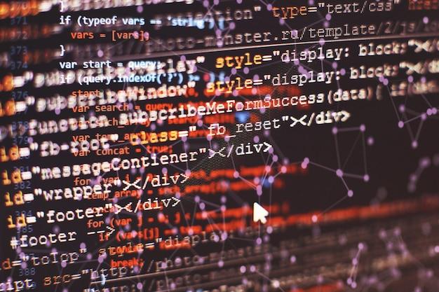 컴퓨터 모니터에서 전문적인 기술적 분석을 위한 볼륨 분석을 포함한 다양한 유형의 지표가 있는 금융 상품 차트.