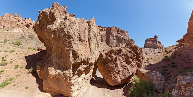 カザフスタンのアルマトイ地域にあるカリン峡谷。峡谷の美しい景色