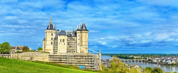 Замок сомюр, один из замков долины луары, франция