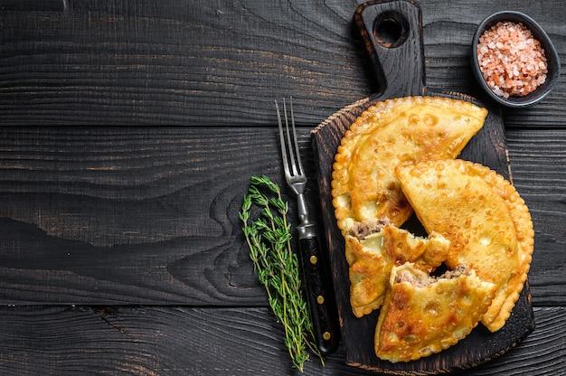 Чебурекский мясной пирог с зеленью