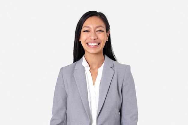 직업 및 경력 캠페인을 위해 클로즈업 초상화를 웃고 있는 쾌활한 아시아 여성