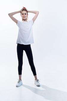 陽気な運動女性のトレーニング有酸素運動エネルギー