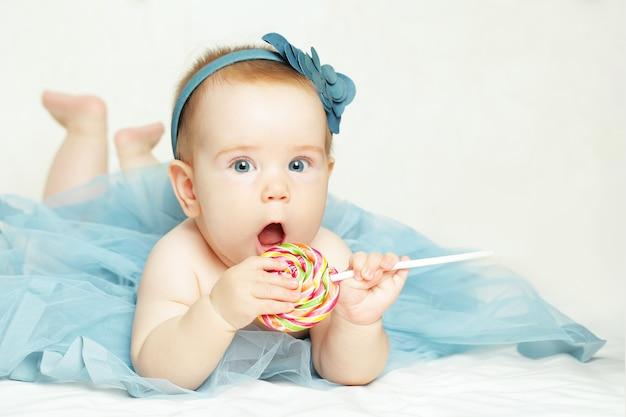 陽気な女の赤ちゃん、バースデーカードの肖像画