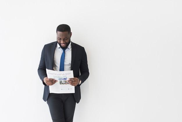 新聞で陽気な民族のビジネスマン