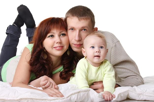 Веселая семья - родители с малышом