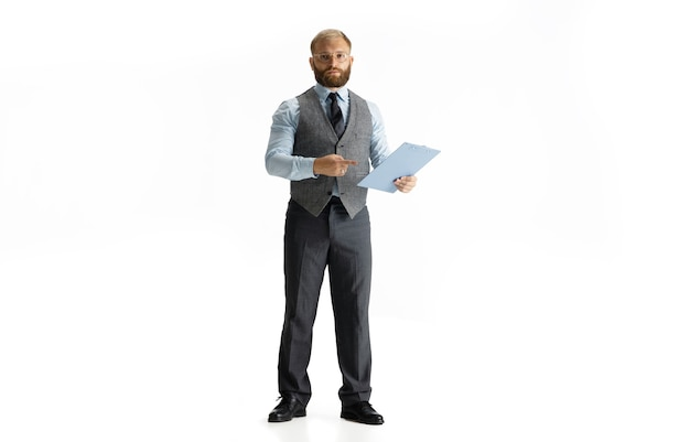 Веселый красивый бизнесмен, изолированные на белом фоне студии