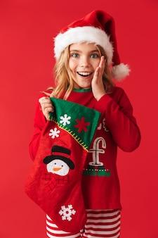 크리스마스 의상을 입고 명랑 소녀 격리 된 서, 크리스마스 양말에서 선물을 복용