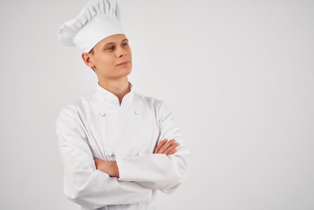陽気な男性シェフレストランの仕事スタッフの料理