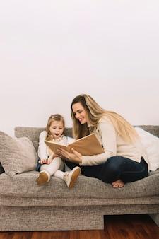 딸에 게 쾌활 한 어머니 독서 책