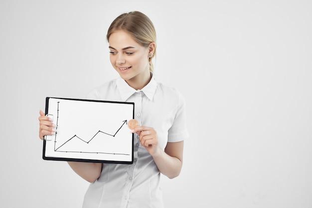 陽気な女性コマースインターネット金融投資技術。高品質の写真