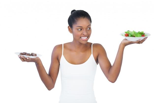 Веселая женщина решила съесть здорово или нет