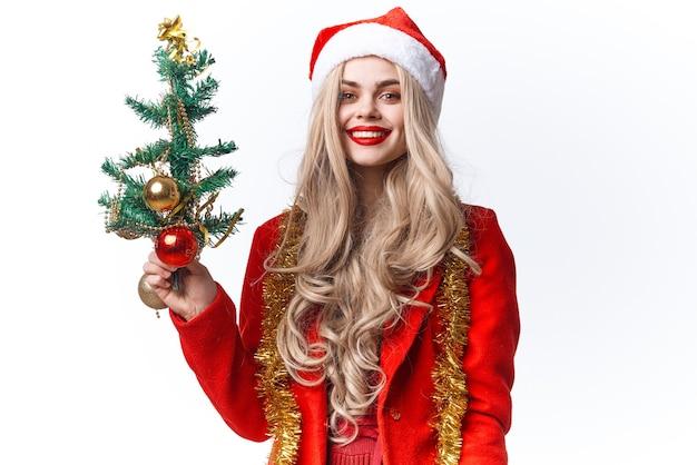 陽気な女性の装飾のクリスマスツリーの休日の明るい背景