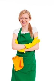 Веселая женщина готова к уборке