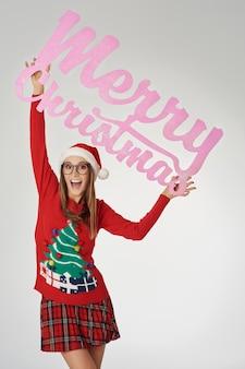 크리스마스 배너와 쾌활 한 여자