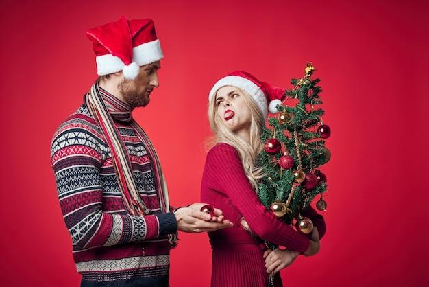 陽気な若いカップルの休日新年ロマンスクリスマス