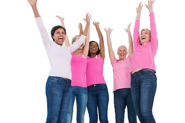 乳がんリボンを着て応援している女性
