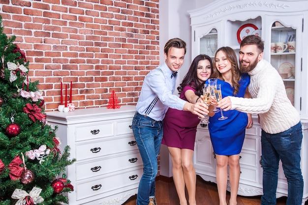 Ура четыре счастья лучший друг празднует рождество