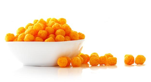 Сырные шарики в миске