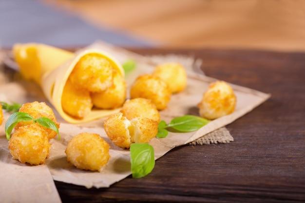Сырные шарики с листьями базилика