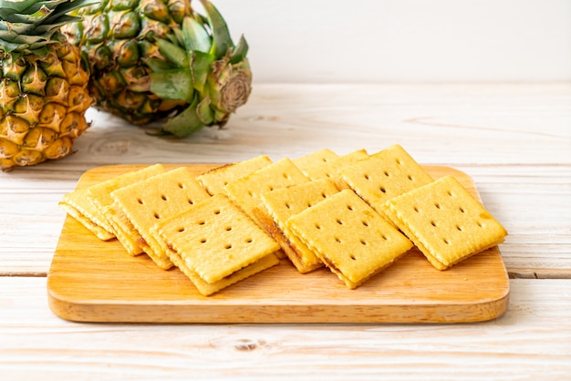 Cheese biscuits with pineapple jam