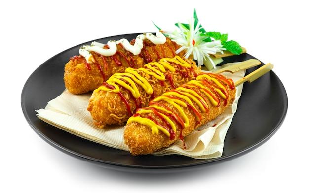 치즈 콘도그 3 좋아하는 라면, 감자튀김 모짜렐라 치즈 안에 감자와 빵가루, 핫고그 스타일 한식 길거리 음식 인기 휴식시간 메뉴 옆모습
